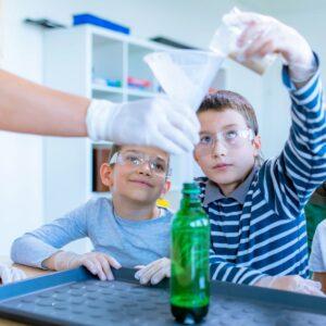 çocukların sosyal duygusal gelişimleri için eğlenceli bilim görseli